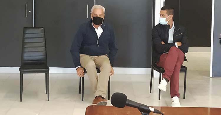 Miguel Valenzuela y Juan Gutiérrez 'Juanito' negocian su salida del Córdoba que aún no es oficial.
