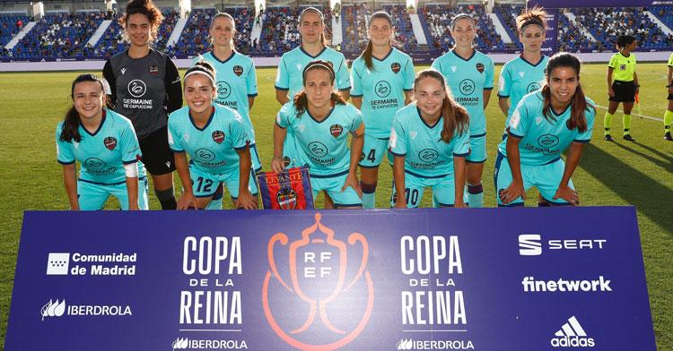 Rocío Gálvez, arriba en el centro, formando en el once inicial del Levante. Foto: RFEF