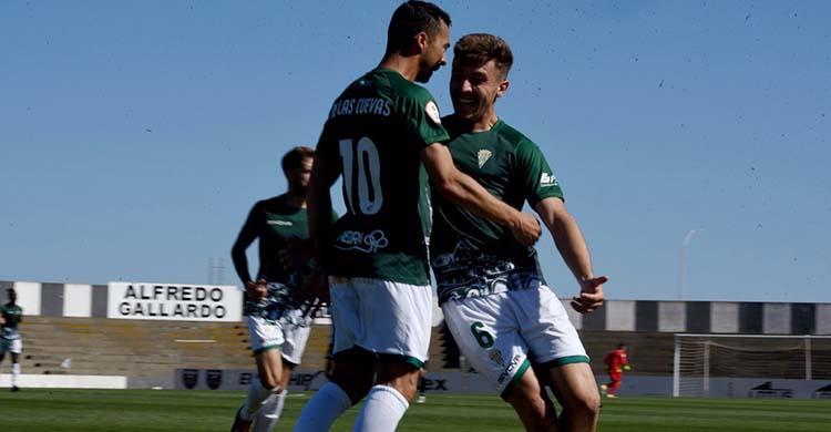 Alberto del Moral celebrando uno de los últimos goles de Miguel de las Cuevas.