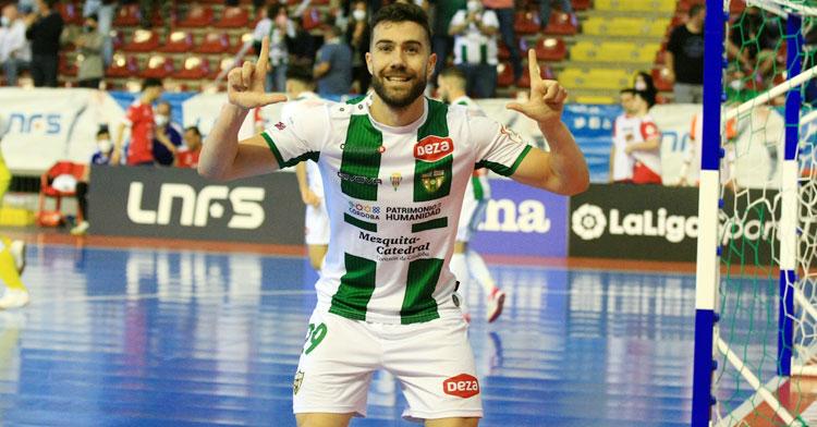Saura celebrando un tanto esta temporada. Foto: Córdoba Futsal