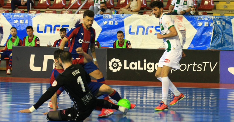 Zequi en un momento del duelo ante el Levante. Foto: Córdoba Futsal