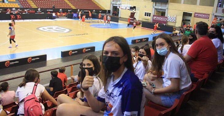 Las chicas de Adeba durante el entrenamientos de la Selección Española de Baloncesto en Vista Alegre.