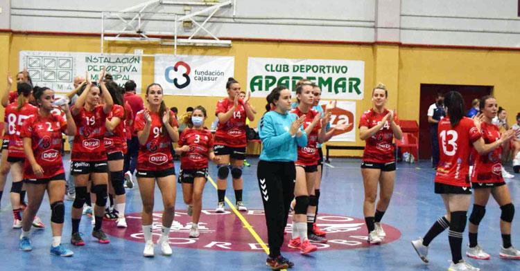 Las jugadoras del Deza CBM aplauden a la grada tras su triunfo. Foto: Laclasi.es