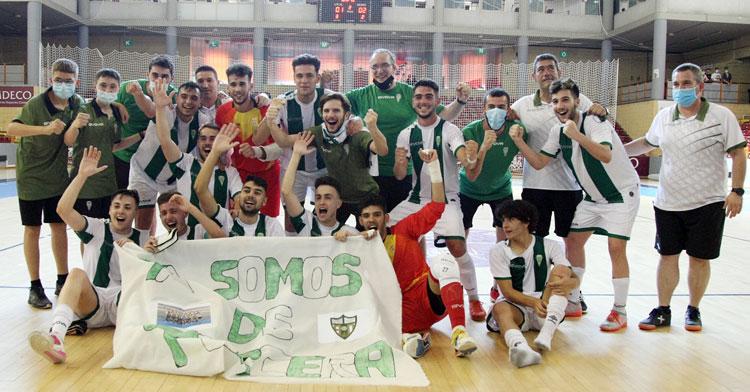 La felicidad tras el ascenso blanquiverde. Foto: Córdoba Futsal