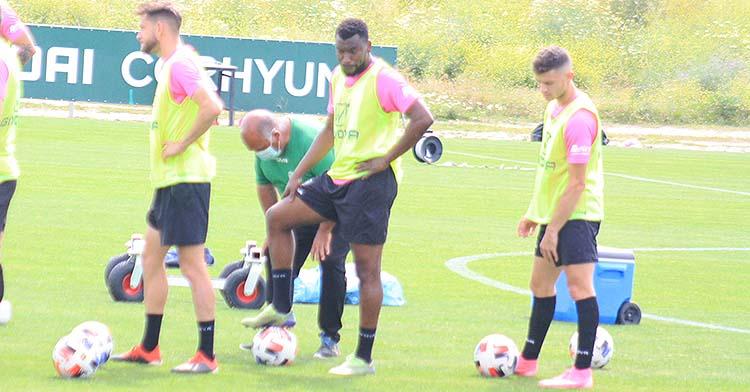 Berto Espeso, junto a un Djak Traoré que seguirá sus pasos, en uno de sus últimos entrenamientos como jugador del Córdoba.
