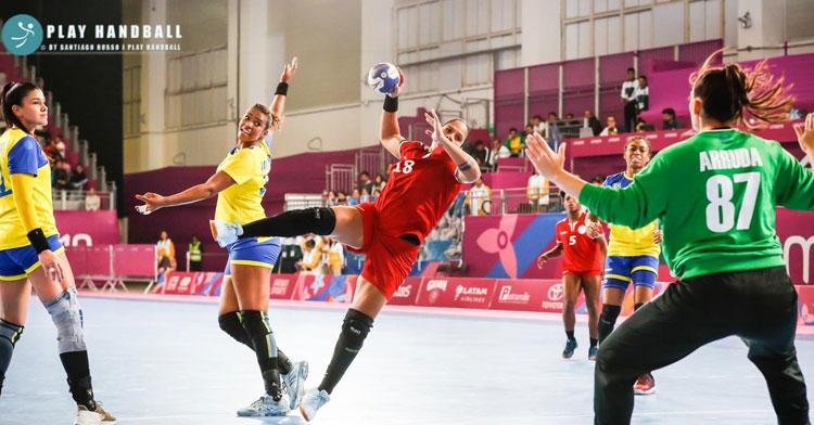 Ciris García en acción en seis metros. Foto: Santiago Russo / Play Handball