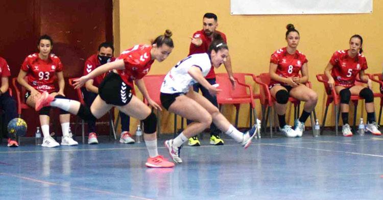 Mario Ortiz dando instrucciones en una jugada del Deza CBM. Foto: Laclasi.es