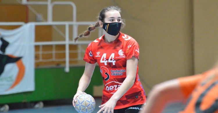 Elena Torres en un partido con la elástica granate. Foto: CBM