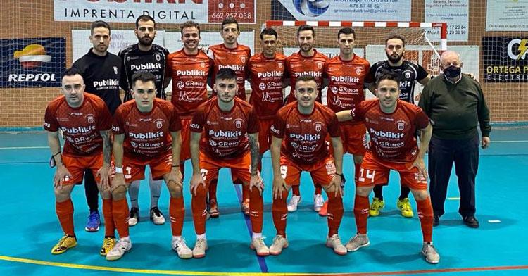 Fermín Hidalgo, arriba a la izquierda, junto a sus jugadores