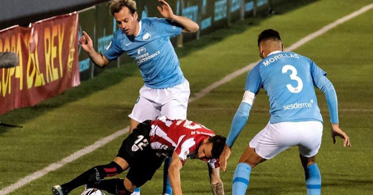 Javi Lara en el partido de Copa del Rey ante el Athletic Club de Bilbao