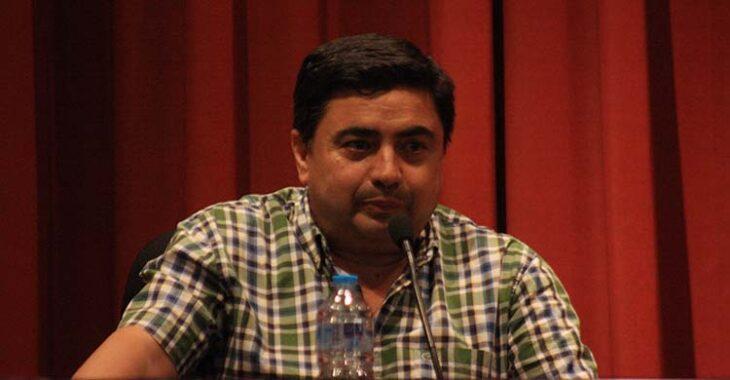 José García Román durante su breve comparecencia en la charla-coloquio del Ateneo.