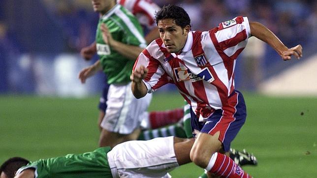 El cordobés Juan Carlos Gómez jugando con el Atlético de Madrid en la década de los 90.