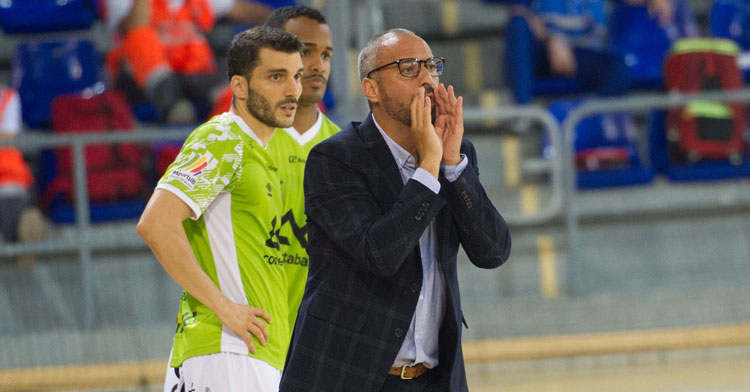 Lolo Urbano junto a su entrenador, Antonio Vadillo. Foto: Palma Futsal