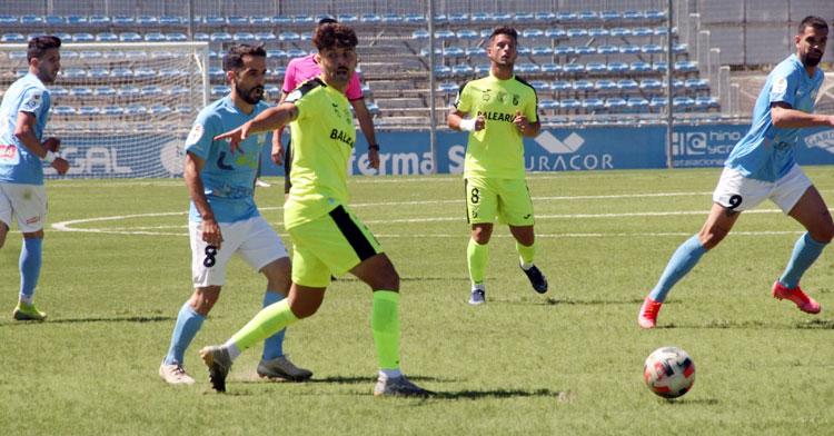 Mario Ruiz en el partido frente al Ceuta de la fase de ascenso. Foto: Ciudad de Lucena