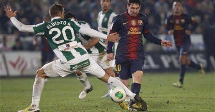 Alberto Aguilar esperando la llegada de Messi.