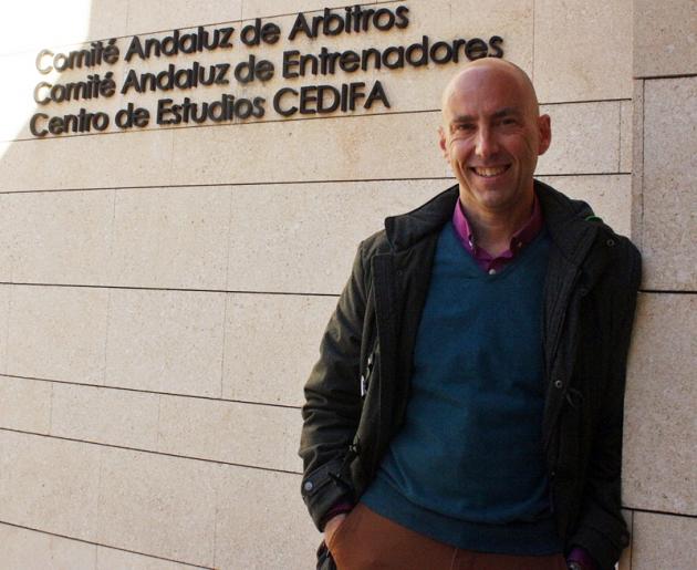 Pedro Benítez en la sede del Colegio de Árbitros.
