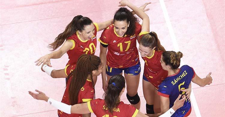 Raquel Montoro celebrando una victoria con España.