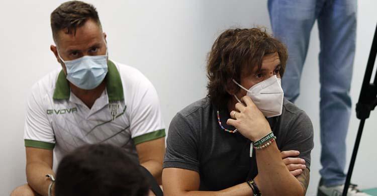 Raúl Cámara y David Ortega durante la rueda de prensa de despedida de Miguel Valenzuela.