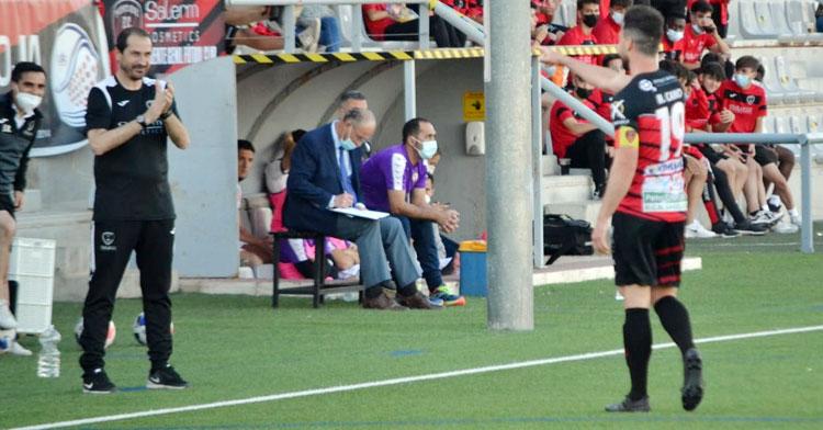 Diego Caro en la banda del Polinari.