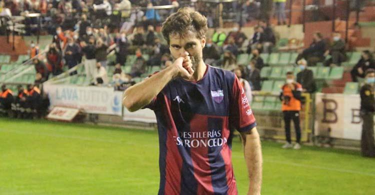 Fran Cruz se liga al Extremadura por dos temporada más.Fran Cruz se liga al Extremadura por dos temporada más.