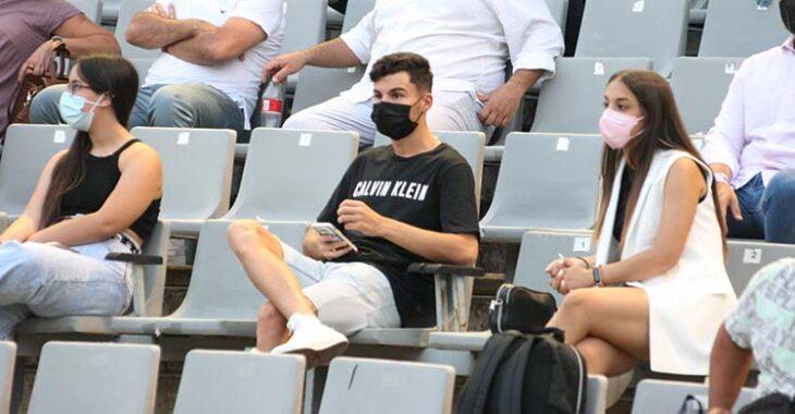 Luismi fue uno de los pocos jugadores que asistió a la presentación de las nuevas camisetas como aficionado en la grada.