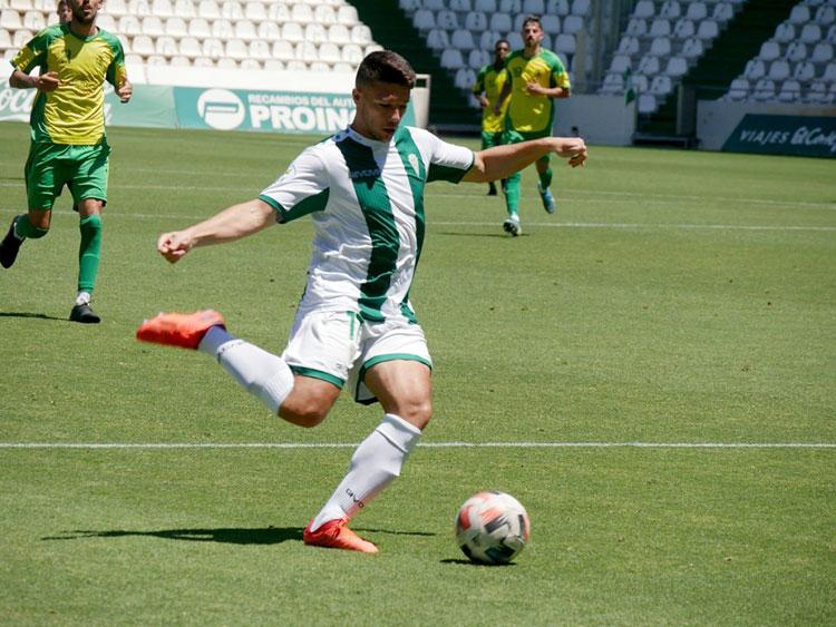 Adri Tellado en el partido del Córdoba B contra Los Barrios. Foto: CCF