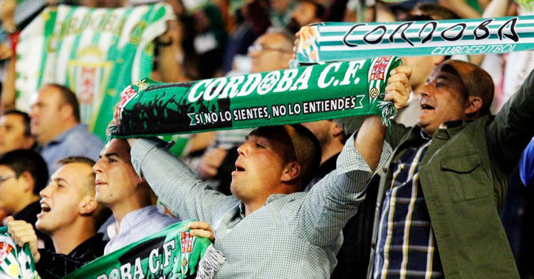 Seguidores animando al Córdoba CF