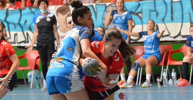 Ángela Flores peleando en seis metros. Foto: CBM