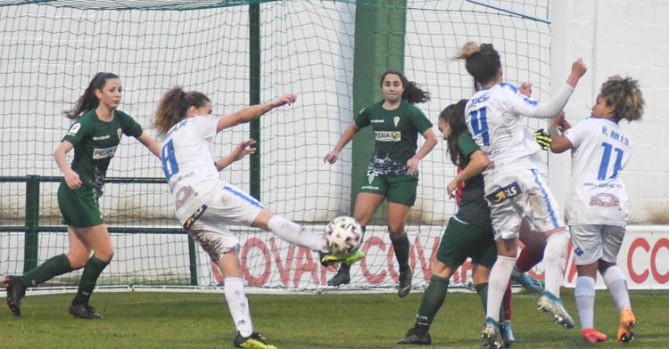 Un momento del derbi en el Municipal de la temporada pasada. Foto: CD Pozoalbense Femenino