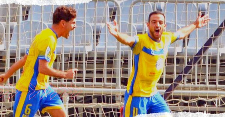 Cuenca celebrando uno de sus muchos goles con el Conil. Foto: Salerm Puente Genil