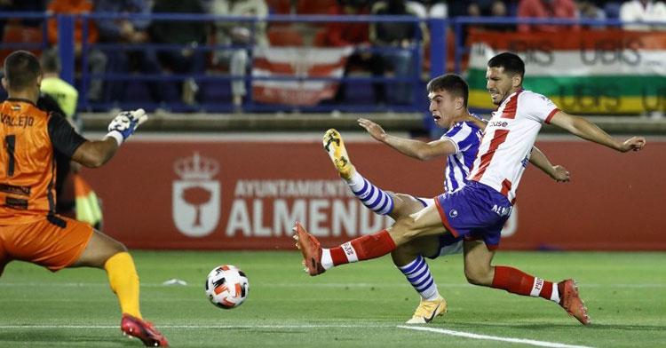 Dani Espejo en el partido contra la Real Sociedad B que decidió el ascenso a Segunda. Foto: Deportes Campo de Gibraltar