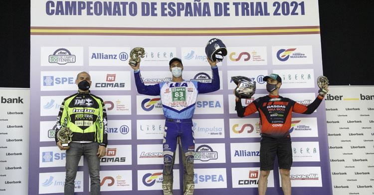 Joaquín Salcedo en el podio en Morcin