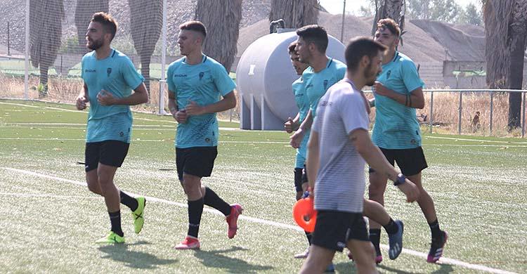 Juan Luna y Fran Gómez haciendo carrera continua junto a varios compañeros.