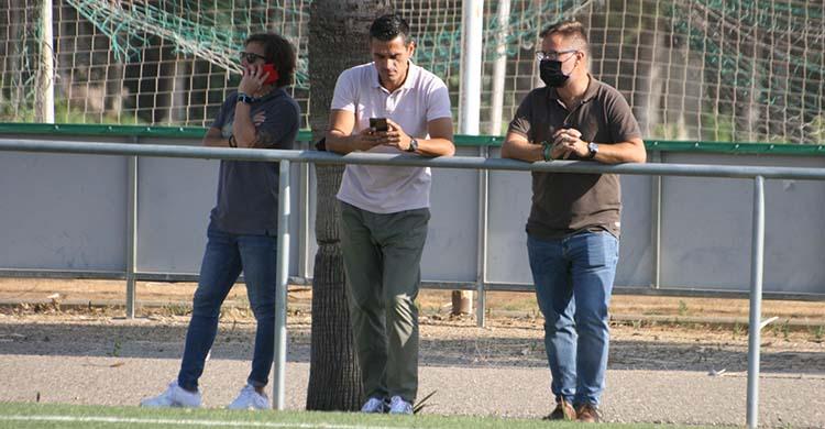 Juanito junto a David Ortega en la Ciudad Deportiva, con Raúl Cámara al fondo.Juanito junto a David Ortega en la Ciudad Deportiva, con Raúl Cámara al fondo.