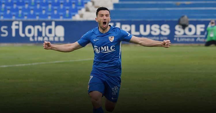 Hugo Díaz uso una imagen suya celebrando un gol con el Linares para explicar los motivos de su pretendida salida para fichar por el Córdoba CF.