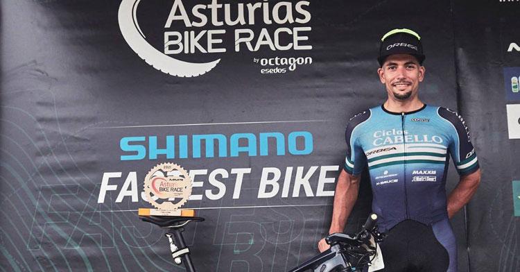 Miguel Muñoz en el podio en Asturias