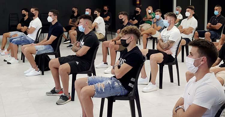 El nuevo vestuario del Córdoba plagado de caras nuevas.