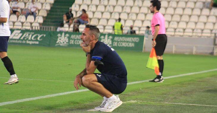 El ex-cordobesista Abel Gómez en la banda de El Arcángel como técnico del Rayo Majadahonda.
