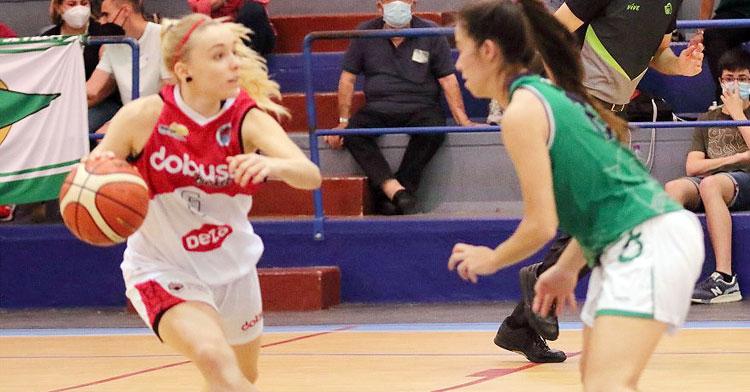 Ana Rodríguez dirigiendo el juego del equipo la temporada pasada