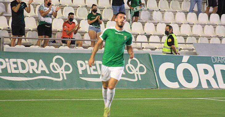 Carlos Puga celebrando su primer gol con el Córdoba, el que dio la victoria ante el Extremadura.