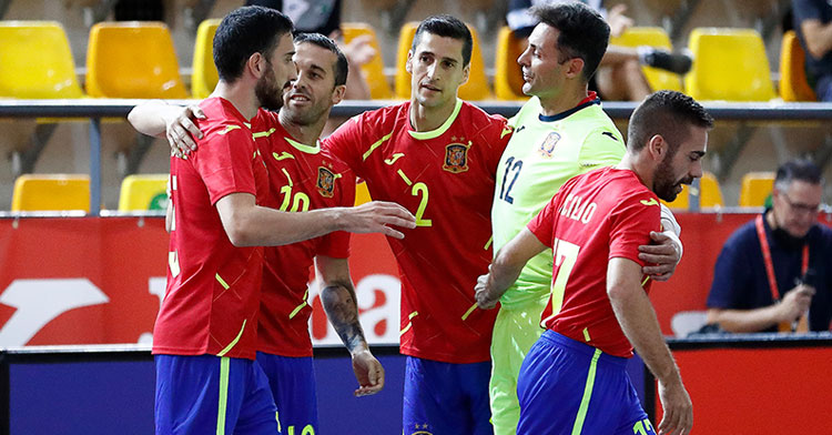 Los jugadores de España, con el cordobés Cecilio a la derecha, celebrando el único tanto anotado ante Uzbakistán. Foto: @Sefutbol