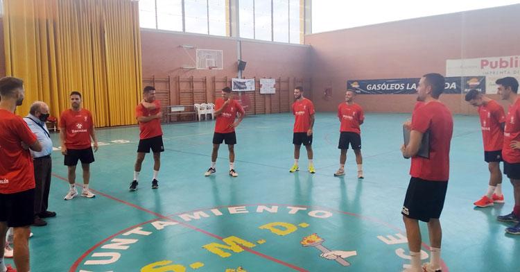 Los jugadores rojillos, listos para una nueva temporada. Foto: Bujalance FS