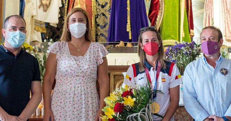 Fátima Gálvez, medalla de oro al cuello, en la recepción en su honor en Baena. Foto: Ayuntamiento de Baena