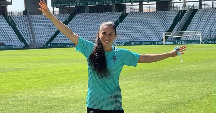 Ligia 'Gigi' Pereira posando en su nuevo estadio