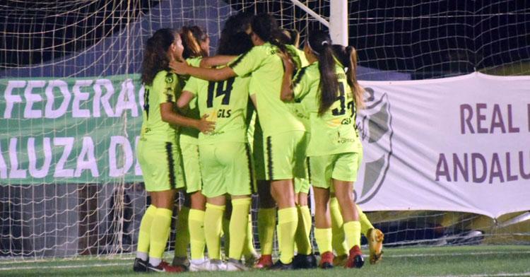 Las jugadoras del Pozoalbense celebrando su gol. Foto: RFAF