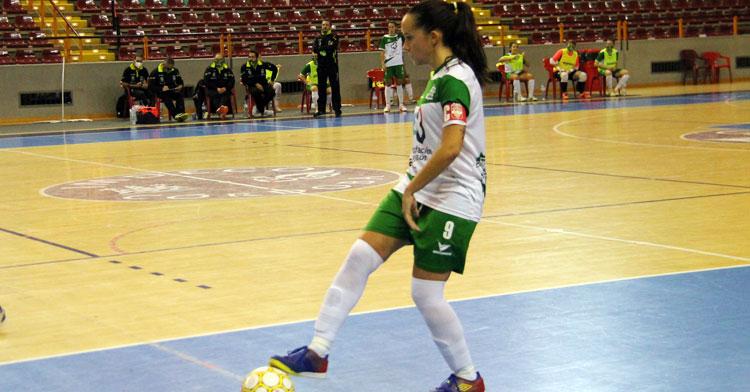 Marixu Romero en un partido en Vista Alegre. Foto: Oly Colón