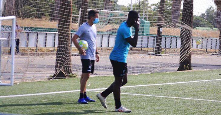 Ferney Mosquera junto a Gaspar Gálvez entrenando con el filial.