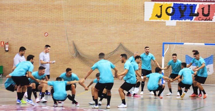 Los jugadores del Córdoba Patrimonio en plenos ejercicios.