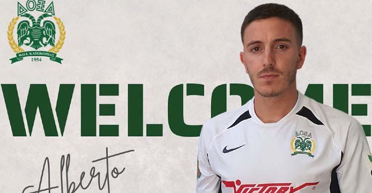 Alberto Ródenas con la camiseta de nuevo equipo chipriota.