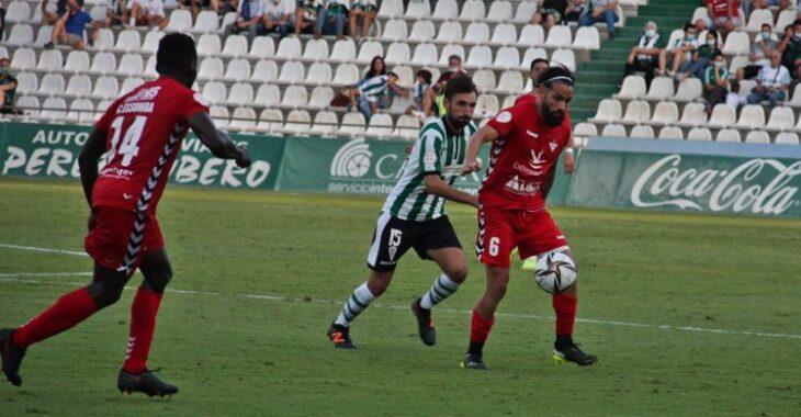 Alex Bernal presionando al rival. Autor: Paco Jiménez.